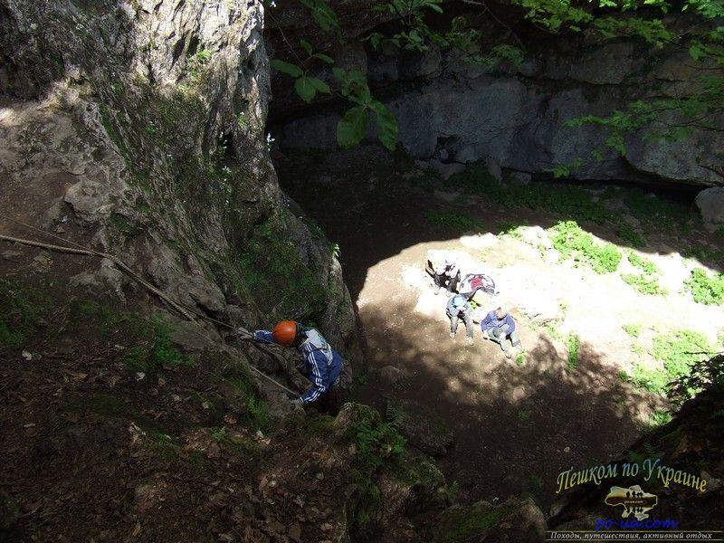 Спуск в пещеру Большой Бузлук