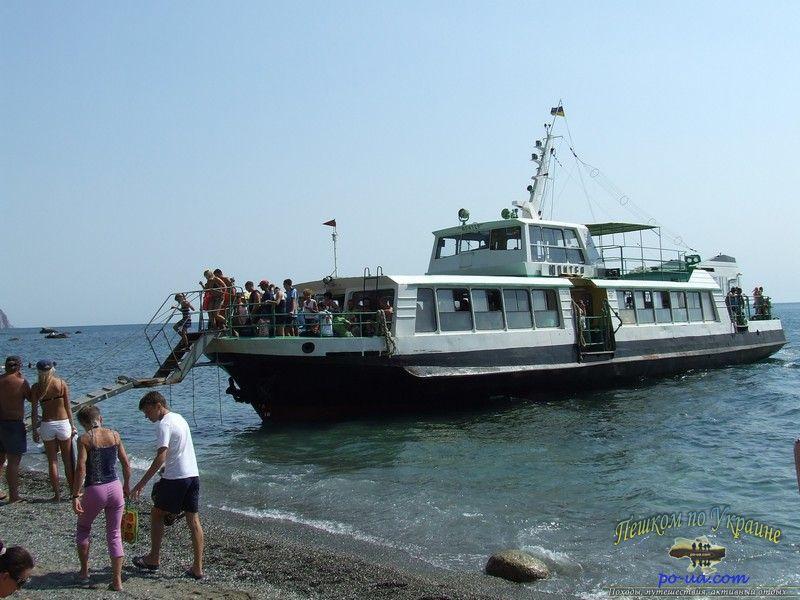 Посадка в катер в Солнечногорском
