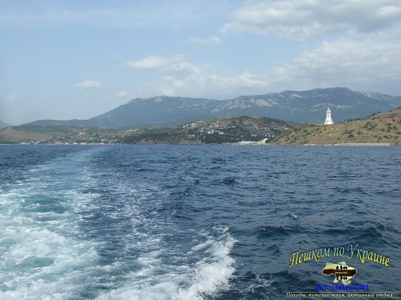 Вид с катера на побережье