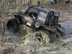 Хорошо помесить грязи на джипе!