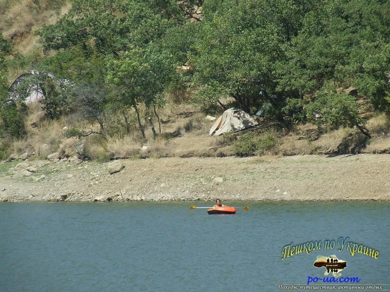 В лодке по озеру