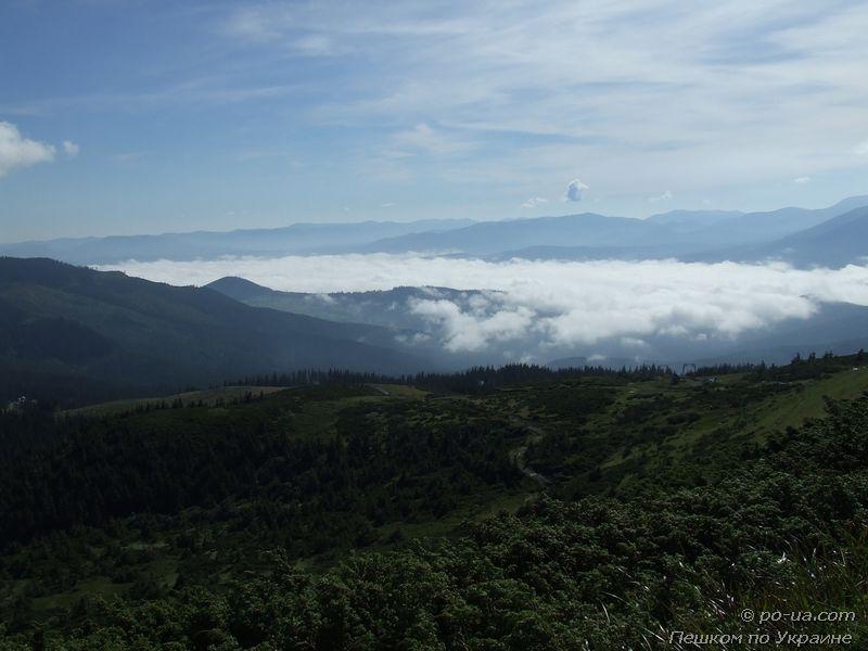 Долина, залитая облаками