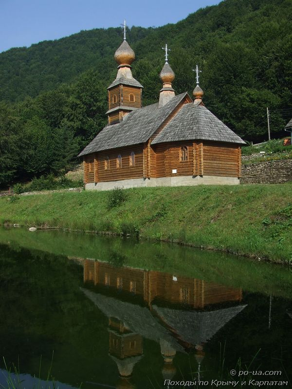 Церковь у воды