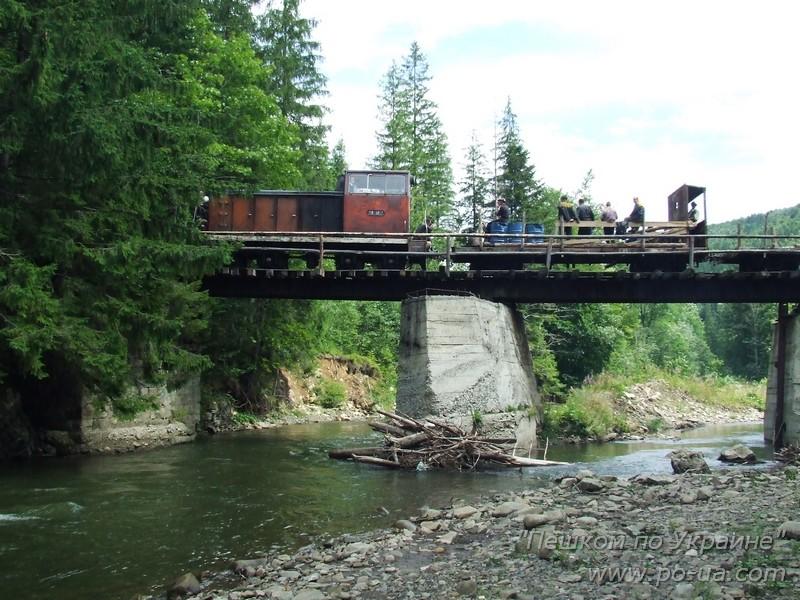 Лесовозный поезд на мосту через реку Мизунка