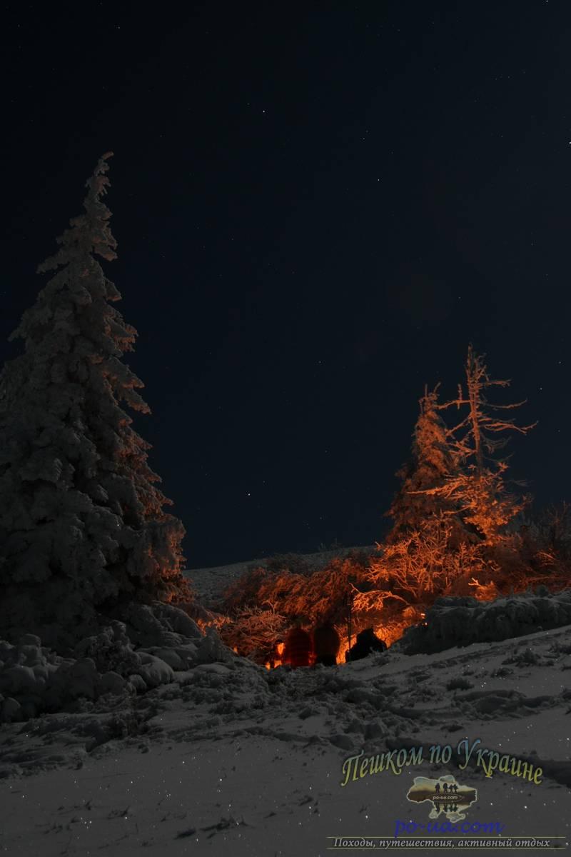 Ночью у костра под смерекой