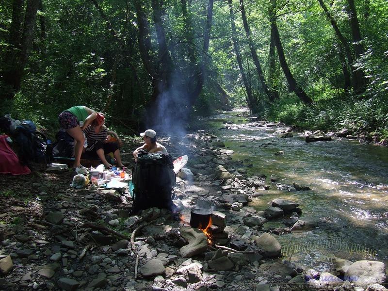 Обед у реки