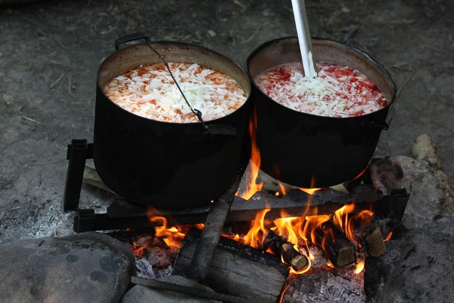 Приготовление обеда на костре