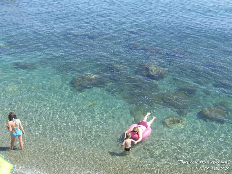 Пляжи Черного моря у палаточного лагеря