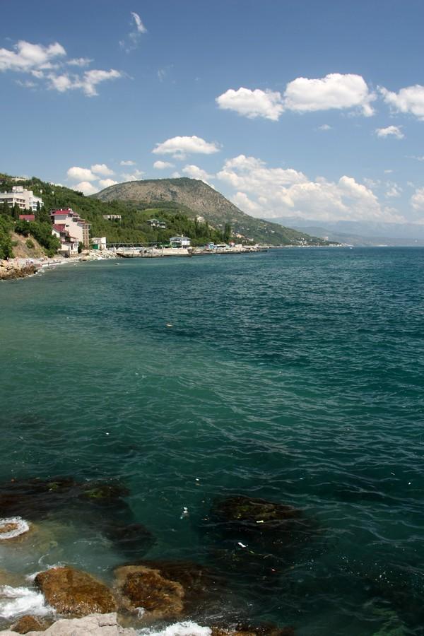 Вид из палатки на Черное море и гору Кастель