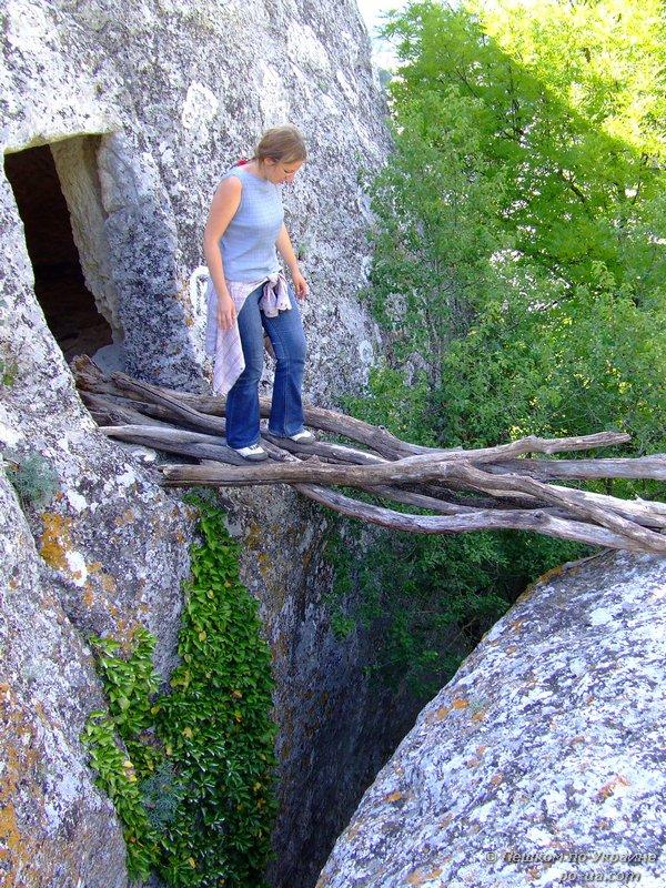 Мостик в пещеру. Эски-Кермен