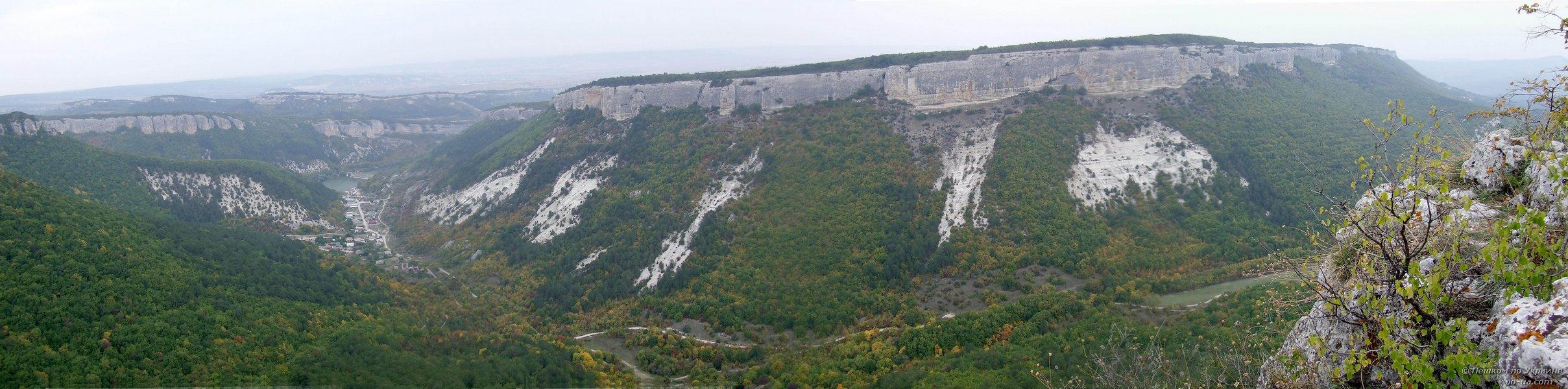 Вид на долину с Мангуп-Кале