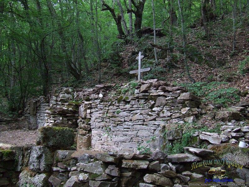 Руины храма Св. Андрея Первозванного