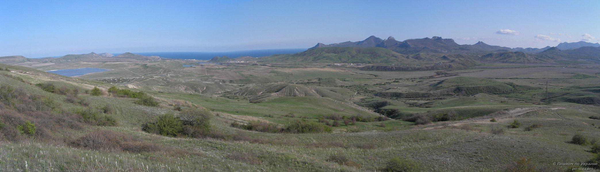 Вид на Коктебельский залив и Карадаг с горы Коклюк