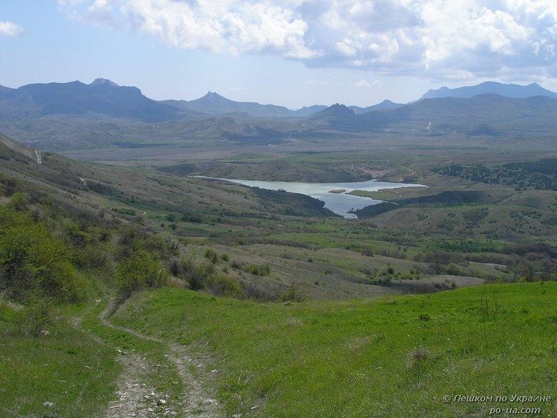Вид на озеро в Армутлукской долине