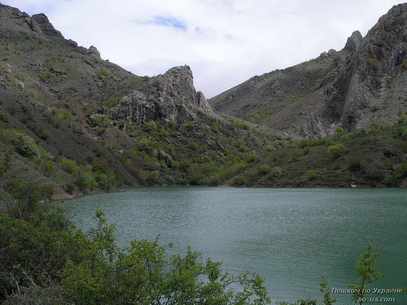 Горное озеро у села Зеленогорья