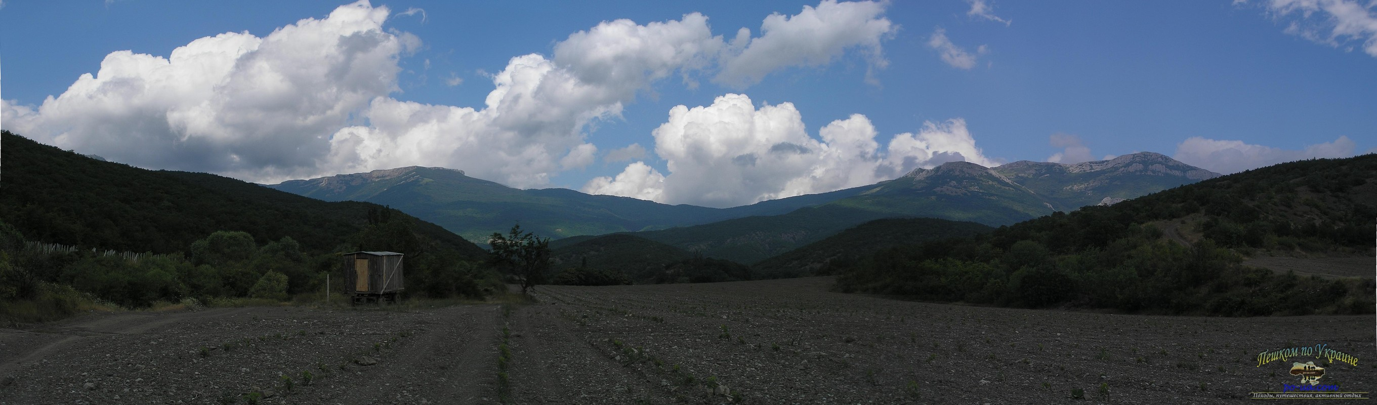Вид на Тирке и караби-яйлу с побережья