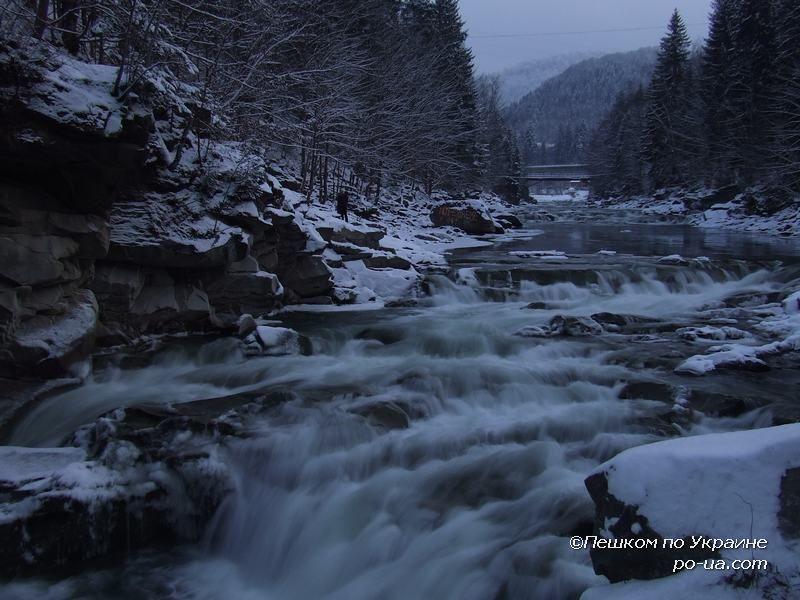 Пороги и водопад Пробий на реке Прут