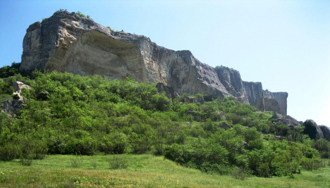 Йога тур по Крыму на майские праздники проходит через Арку Качи-Кальона
