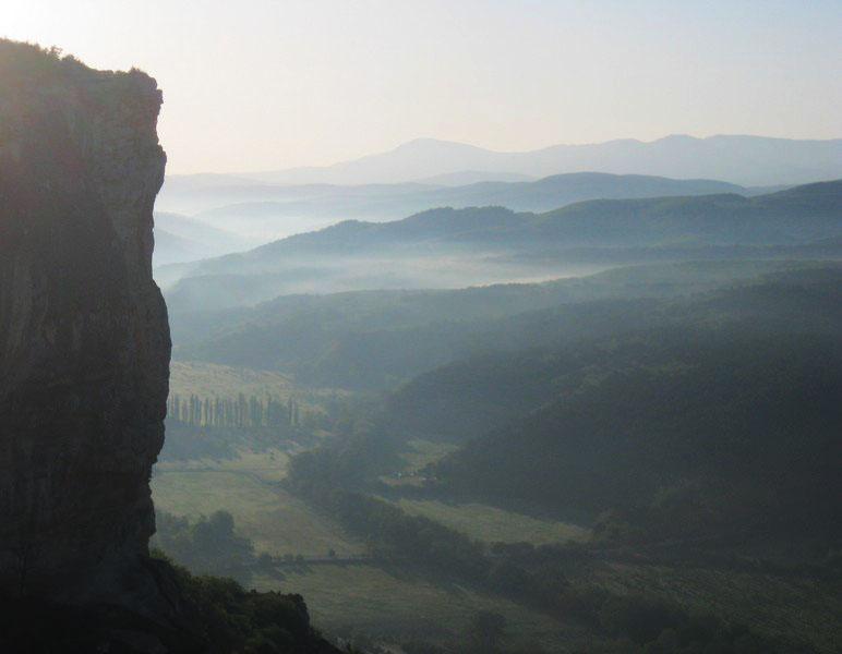 Йога тур по Крыму на майские праздники проходит через долину Качи-Кальона