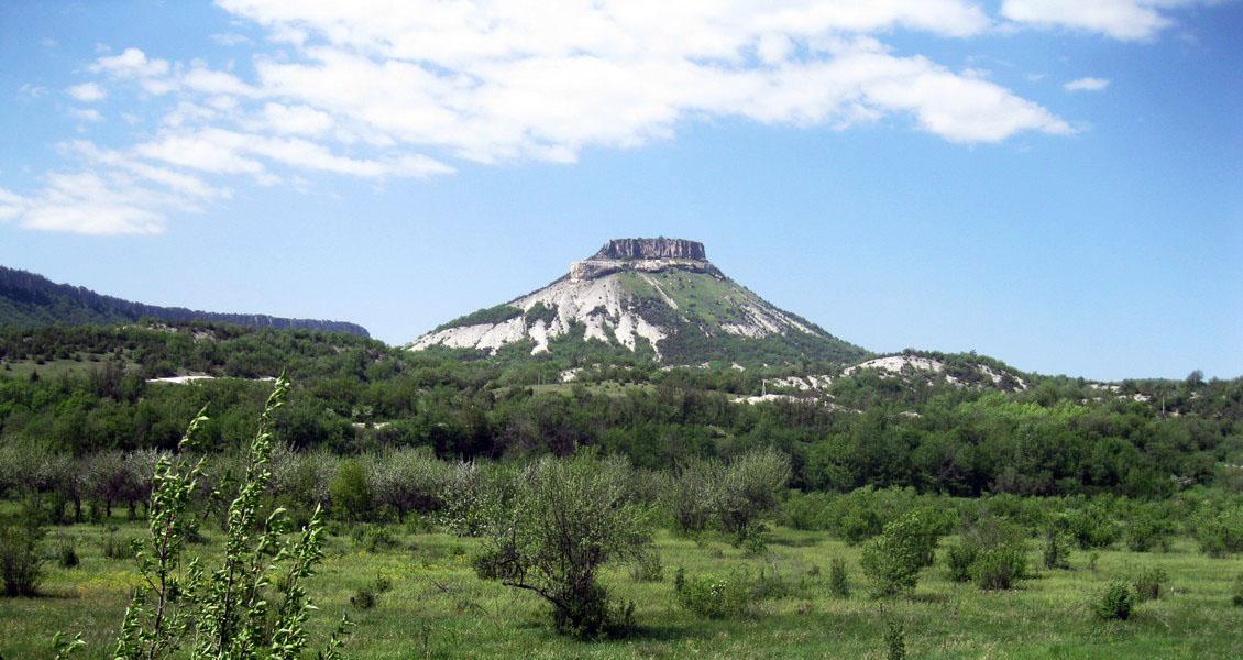 Йога тур по Крыму на майские праздники проходит через Тепе-Кермен