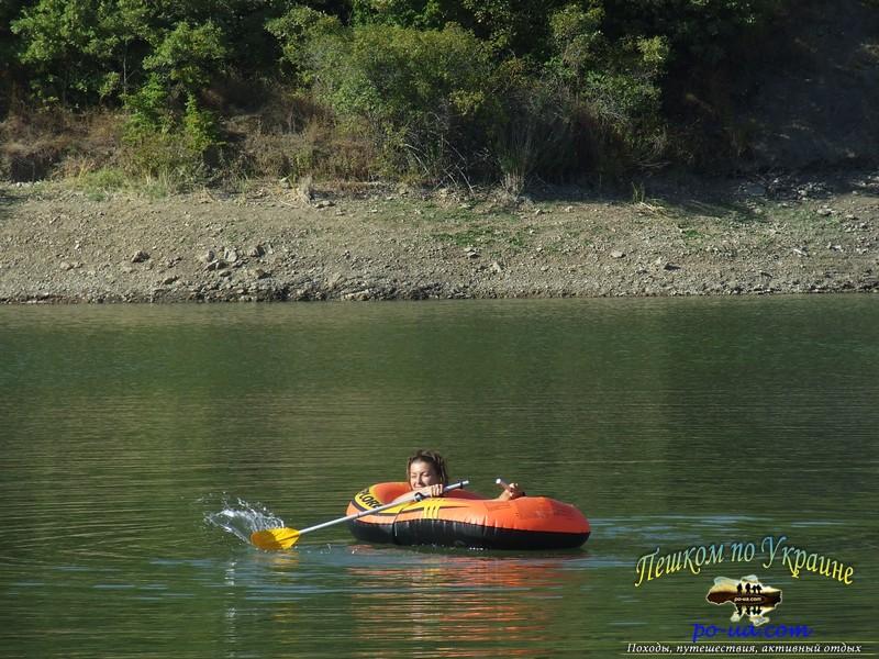 Плавание на лодках по озеру