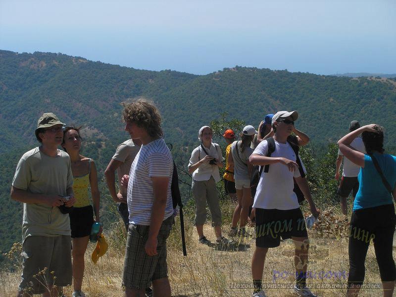 Туристы в горах Крыма