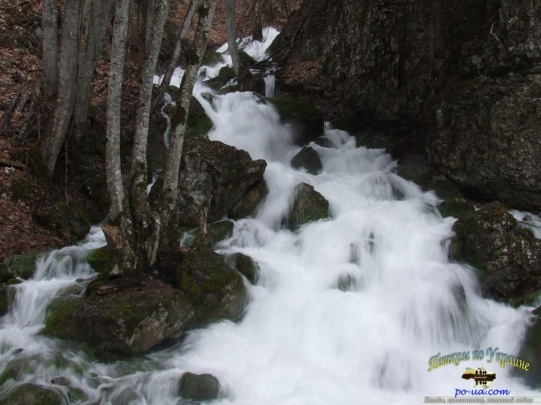 Бурный ручей в Крыму
