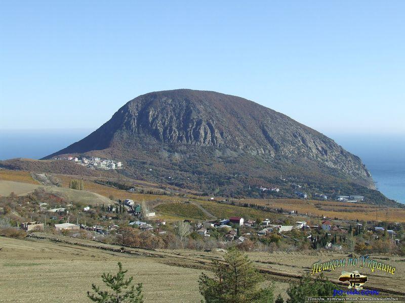 Отдых в горах Крыма, вид на Аю-Даг