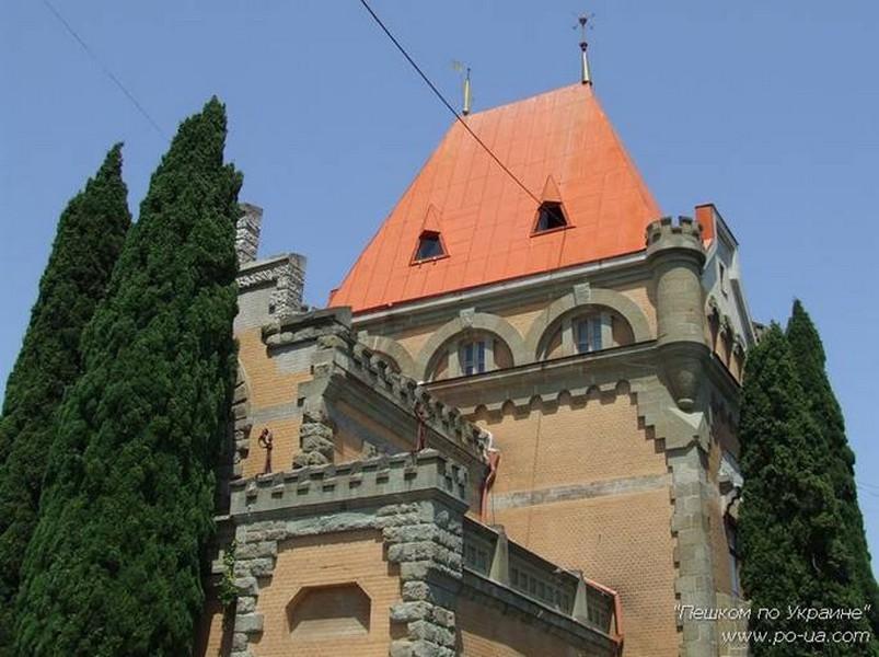 Замок княгини Гагариной у мыса Плака