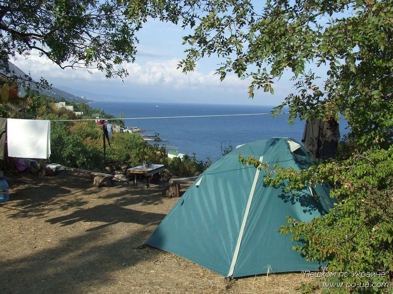 Палатка у смотровой площадки лагеря