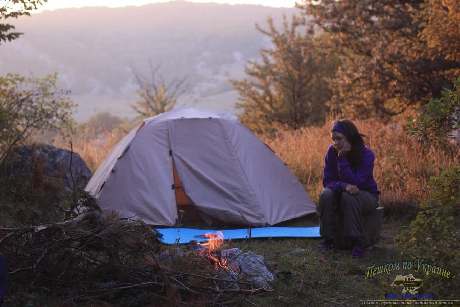 Стоянка в палаткой в лесу, Крым