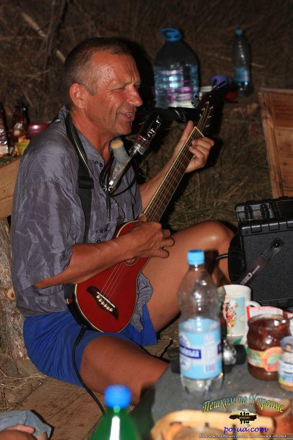 Активный отдых в Крыму, песни под гитару у костра