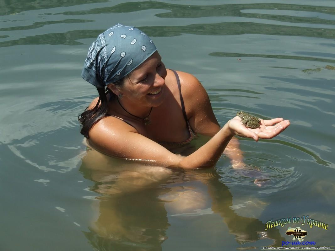 С лягушкой
