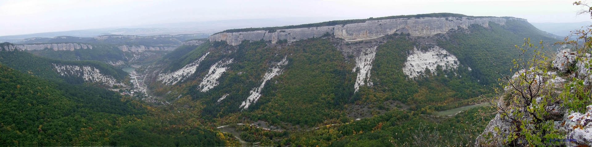 Вид с пещерного города Мангуп-Кале