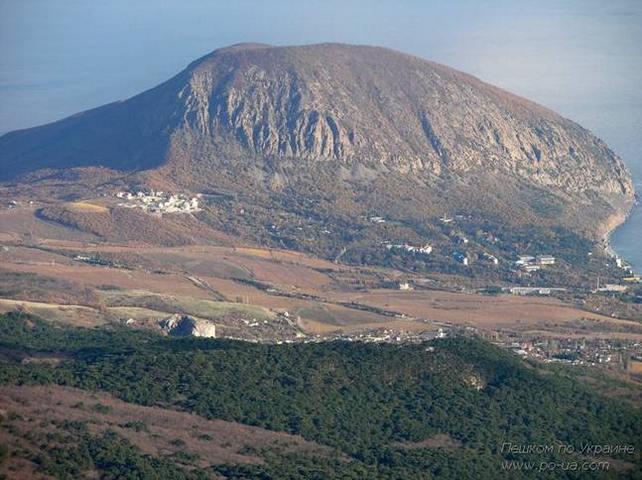 Вид на Медведь-гору с Гурзуфской яйлы