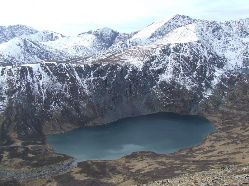 Форелевое озеро в недрах алтайских гор