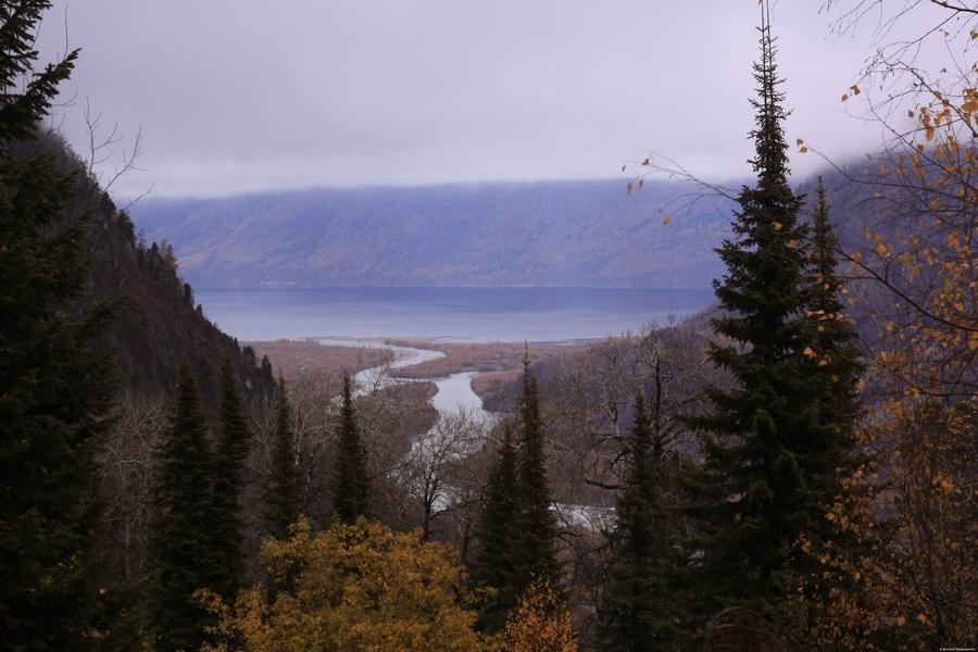 Спуск к Телецкому озеру на Алтае
