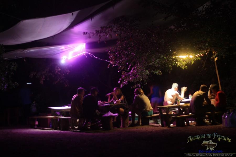 Ночные посиделки в палаточном городке, Крым