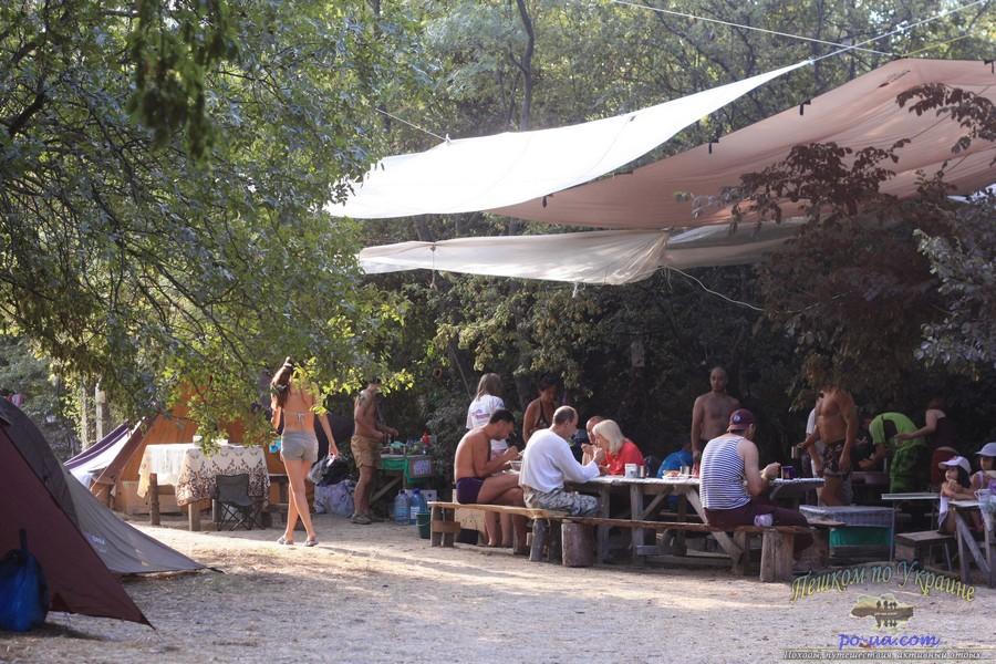 Обед в палаточном городке, Крым