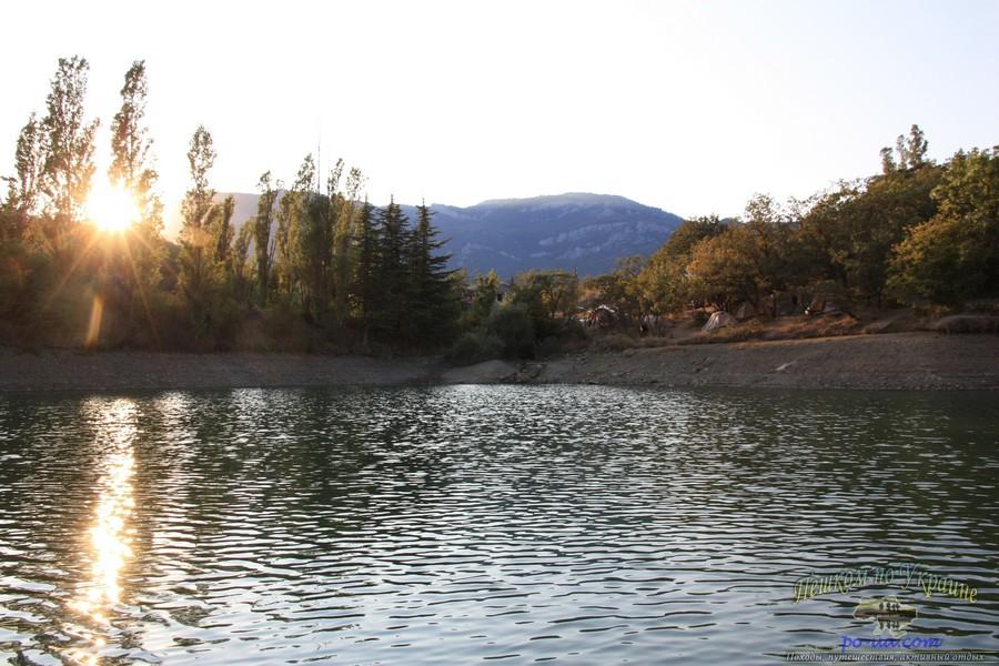 Рассвет на горном озере, Крым