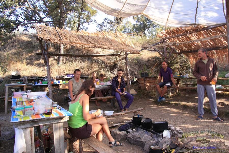 Тихий отдых в палаточном городке в Крыму