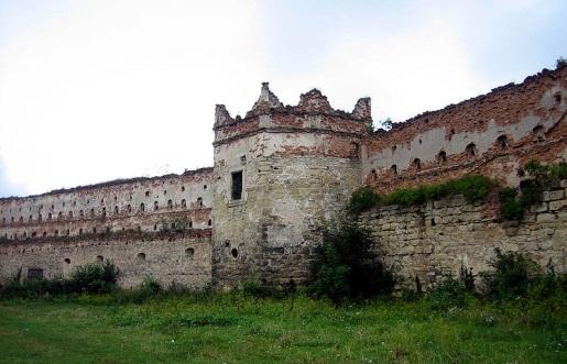 Файл:Stare Selo castle inner yard 01.jpg
