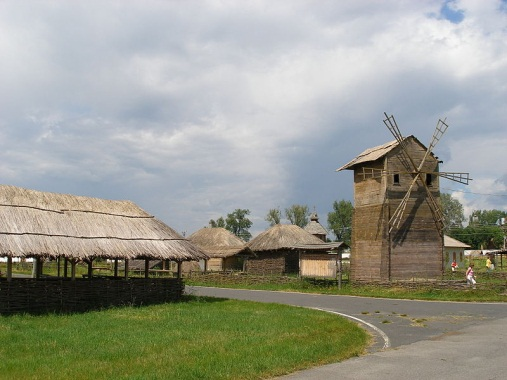 Описание: Файл:Ploshad sorochinskoy yarmarki.JPG